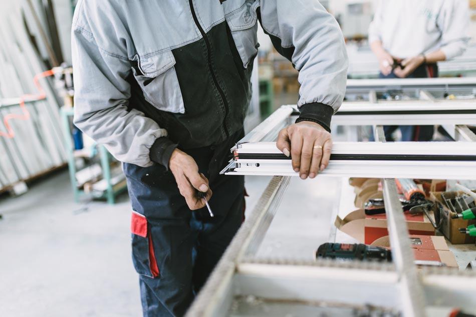 Atelier assemblage fenêtre aluminium à Colmar